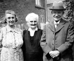 Annie with her parents, Lizzie and Arthur Smith. About 1935